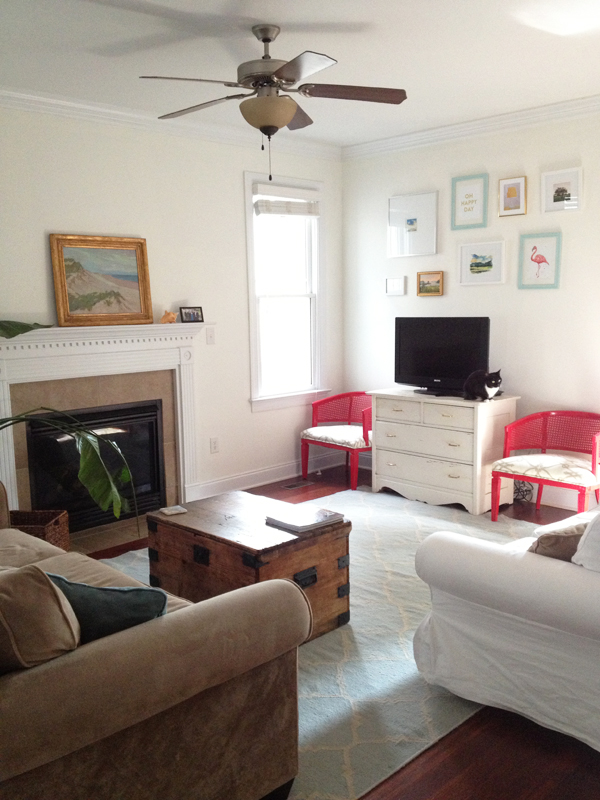 red-and-blue-living-room