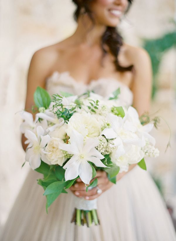 southern-wedding-clematis-bouquet