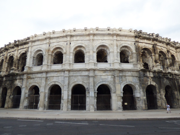 nimes-arena-outside