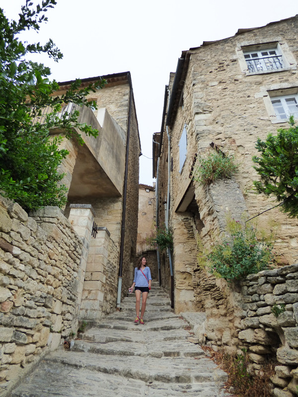walking-the-streets-of-gordes